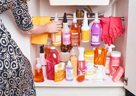 Gia đình có thể để các dụng vụ vệ sinh, nước rửa bát.