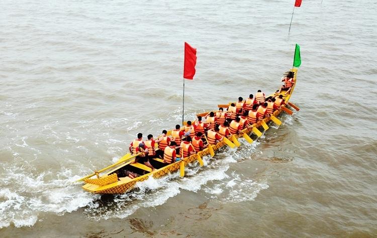 Đua thuyền trong gió rét