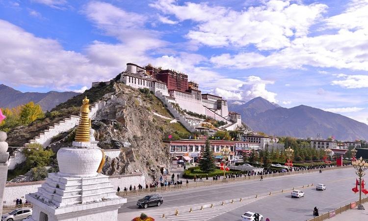 Cung điện Potala ở thủ phủ Lhasa của Tây Tạng. Ảnh: China Daily.