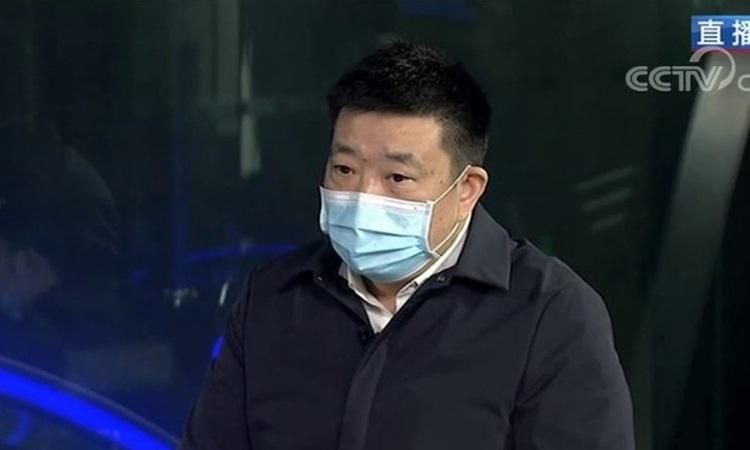 Thị trưởng Vũ Hán Chu Tiên Vượng trả lời phỏng vấn CCTV hôm 27/1. Ảnh: CCTV.