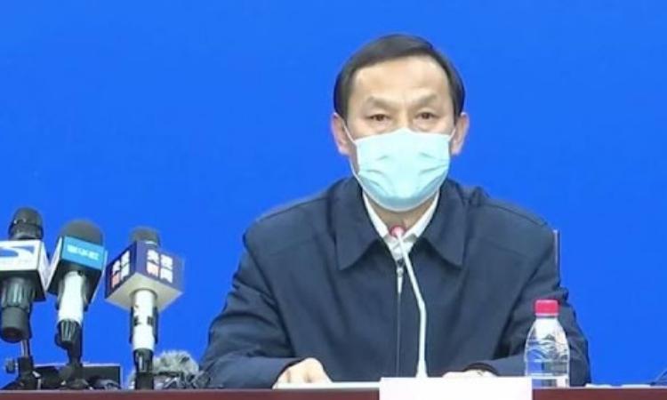 Bí thư Vũ Hán Mã Quốc Cường trong cuộc họp báo hôm 27/1. Ảnh: Beijing News.