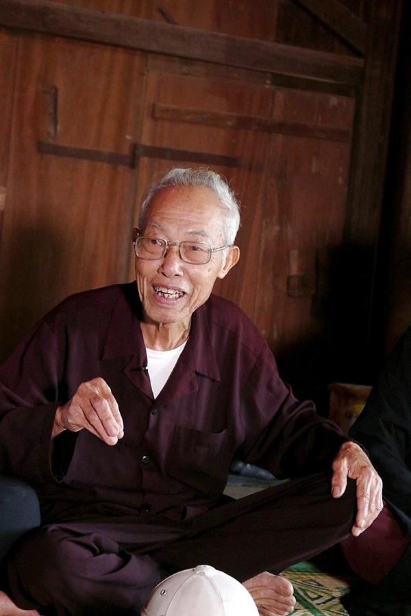 Ông Dương Đình Quy, nhà có 4 đời làm miến cho biết: Từ khi tôi còn nhỏ, nghề miến đã có. Người làng So đã làm đậu, bánh, dệt lụa ươm tơ nhưng nghề lâu dài và ổn định nhất là làm miến. Nơi đây, miến chế biến từ củ dong riềng và nước giếng cổ.