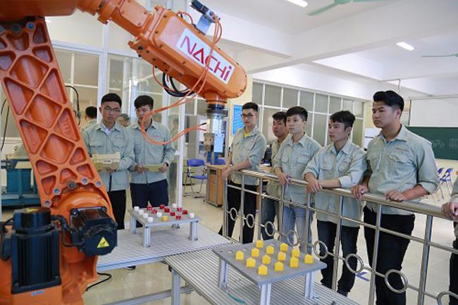 Sinh viên Đại học Công nghiệp Hà Nội thực hành trong xưởng của trường.Ảnh. Dương Tâm