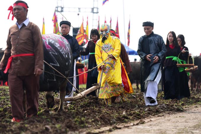 'Vua đi cày' trong lễ hội Tịch điền