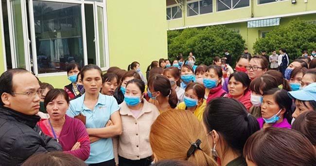 Công nhân Công ty TNHH YG Vina tiếp tục ngưng việc. Ảnh: Lam Sơn.