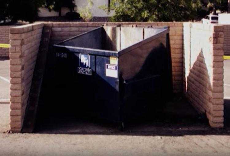 Thùng rác nơi phần thi thể được tìm thấy. Ảnh: Filmrise.