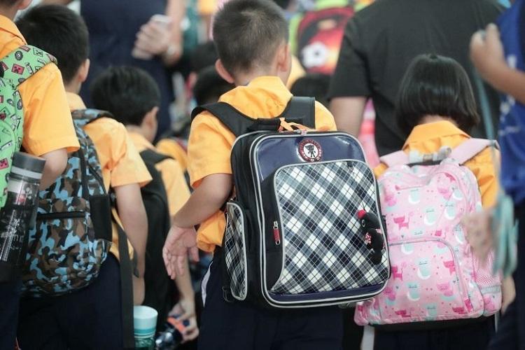 Hơn 850 học sinh, sinh viên được cho nghỉ vì trở về từ Trung Quốc. Ảnh: Kevin Chng/ Strait Times