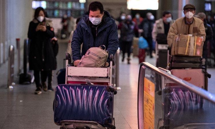 Các hành khách tại sân bay ở Bắc Kinh, Trung Quốc hôm 2/2. Ảnh: AFP.