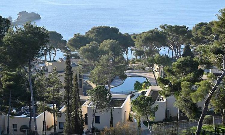 Toàn cảnh khu nghỉ dưỡng ven biển ở Carry-le-Rouet, miền đông nam nước Pháp, nơi những người trở về từ Vũ Hán được cách ly bắt đầu từ 1/2. Ảnh: AFP.