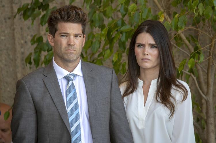 Grant Robicheaux và bạn gái Cerissa Riley. Ảnh: Allen J. Schaben / Los Angeles Times.