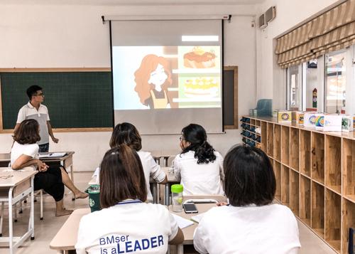 Giáo viên trường Tiểu học Ban Mai họp ban chuyên môn, lên kế hoạch học tập cho các con trong một tuần ở nhà.