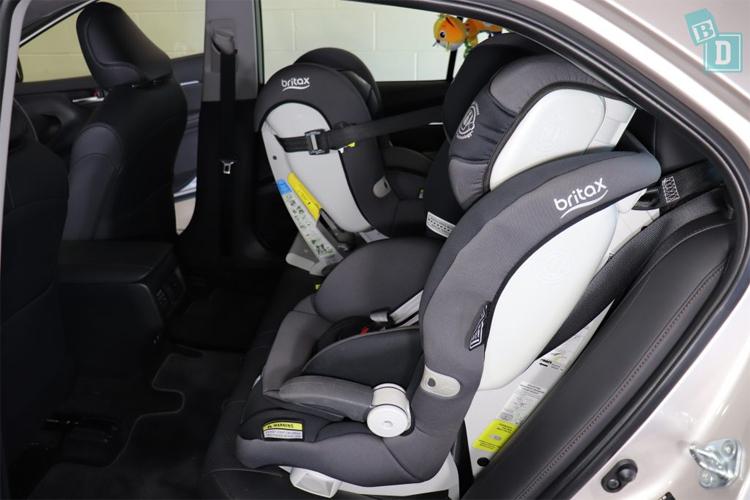 Ghế trẻ em ở hàng ghế sau trên mẫu Camry Hybrid. Ảnh: BabyDrive