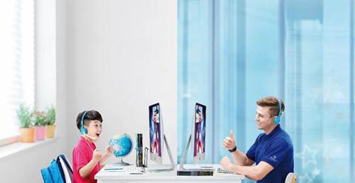 Học viên tham dự bài giảng tiếng Anh trực tuyến về chủ đề không gian (Space), Sức khỏe (Health) cũng như cách phòng tránh dịch nCoV.