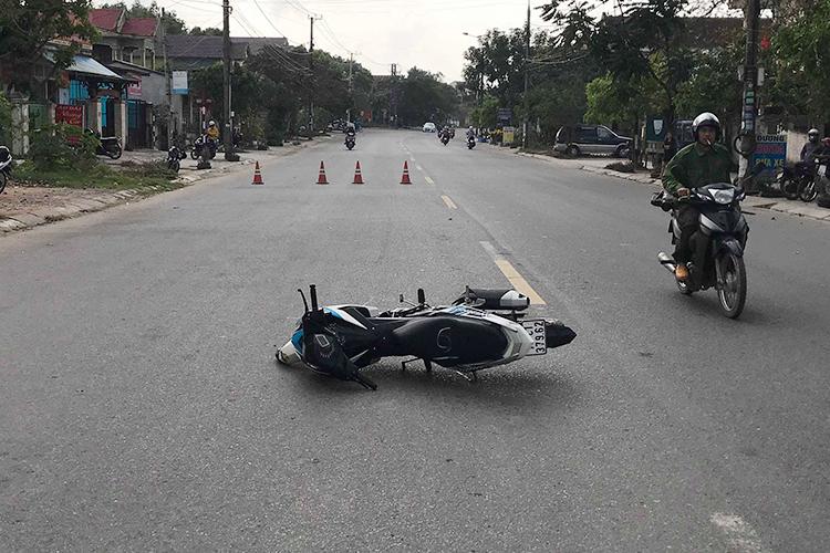 Chiếc xe máy tại hiện trường. Ảnh: Công an Đông Hà