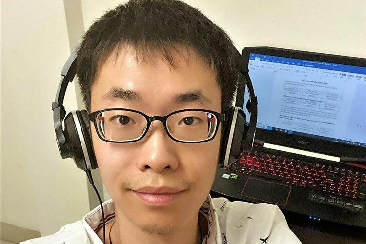 Thầy Sun dạy học ở nhà vì phải tự cách ly trong 14 ngày. Ảnh: Victor Sun.