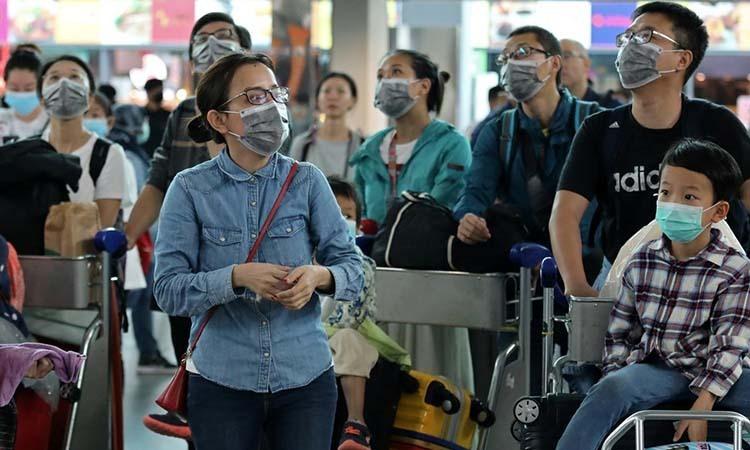Hành khách đeo khẩu trang ở sân bay quốc tế Kuala Lumpur 2 ở Sepang, Malaysia ngày 27/1. Ảnh: Reuters.