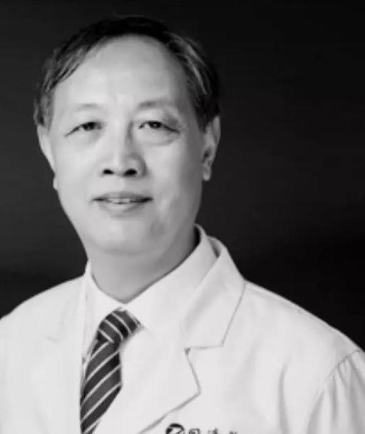 Lin Zhengbin, bác sĩ tại Bệnh viện Tongji, thành phố Vũ Hán, Trung Quốc. Ảnh: Peoples Daily.