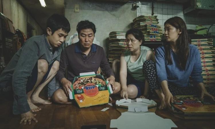Gia đình Kim nghèo khó trong phim Parasite. Ảnh: CJ.