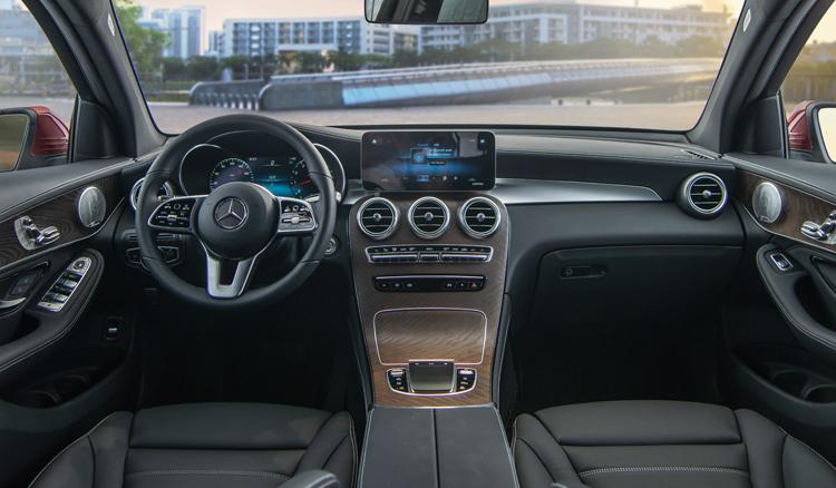 Mercedes GLC 200 ban nang cap gia tu 175 ty dong