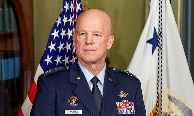 Đại tướng John Raymond trong lễ tuyên thệ nhậm chức tư lệnh Lực lượng Không gian Mỹ tại Nhà Trắng, Washington D.C. ngày 14/1. Ảnh: Reuters.