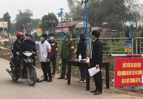 Chốt kểm soát dịch viêm đường hô hấp cấp do covid-19 tại xã Sơn Lôi (Bình Xuyên, Vĩnh Phúc). Ảnh: Đình Nguyễn