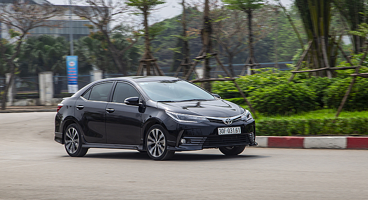 Một mẫu sedan của Toyota lăn bánh tại Hà Nội. Ảnh: Toyota