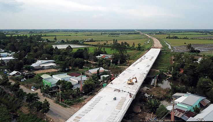 Tuyến Lộ Tẻ - Rạch Sỏi qua huyện Vĩnh Thạnh, TP Cần Thơ, năm 2019. Ảnh: Cửu Long.