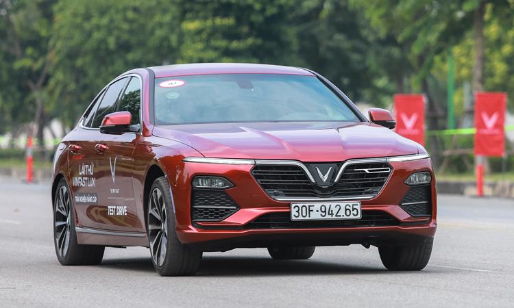 Ôtô VinFast tiếp tục tăng giá