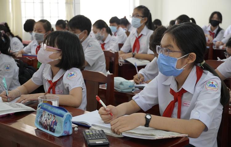 Học sinh Bến Tre đi học ngày 7/2. Ảnh: Hoàng Nam