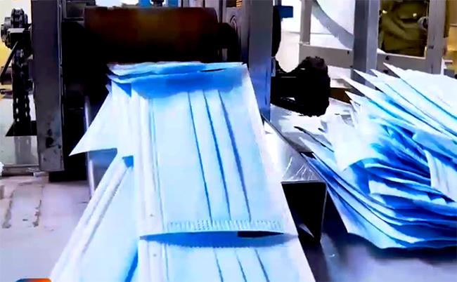 Thu gần 100.000 chiếc khẩu trang làm từ giấy vệ sinh - ảnh 1