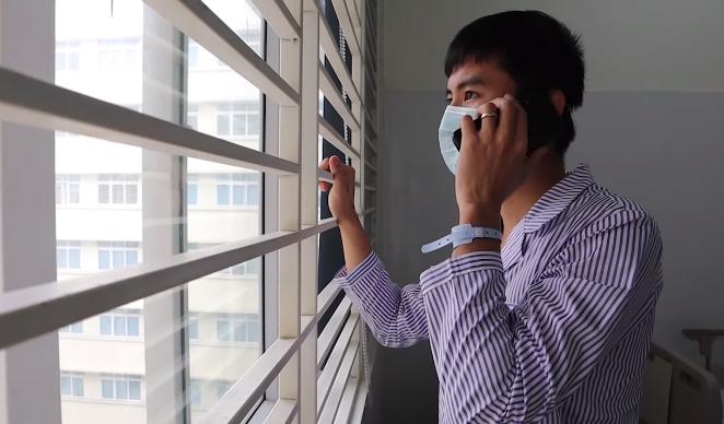 Đỗ Quang Duy gọi điện cho gia đình thông báo mình và vợ con vẫn khỏe, khi đang cách ly trong Bệnh viện Nhiệt đới TW, Đông Anh, Hà Nội. Ảnh: Nhân vật cung cấp