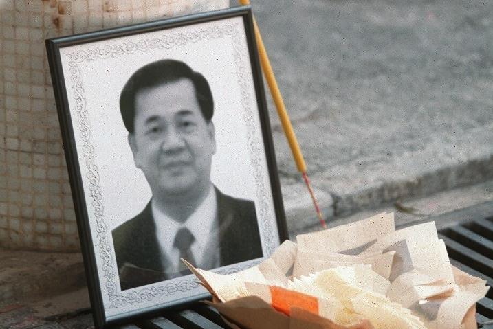 Ảnh tang bác sĩ Lưu Kiếm Luân, người qua đời tại Hong Kong tháng 3/2003. Ảnh: hk.on.cc.