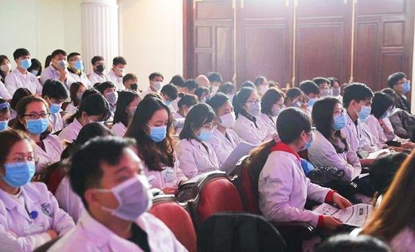 Khoa Y - Dược Đại học Quốc gia Hà Nội tập huấn phòng, chống Covid-19. Ảnh: Đại học Quốc gia Hà Nội