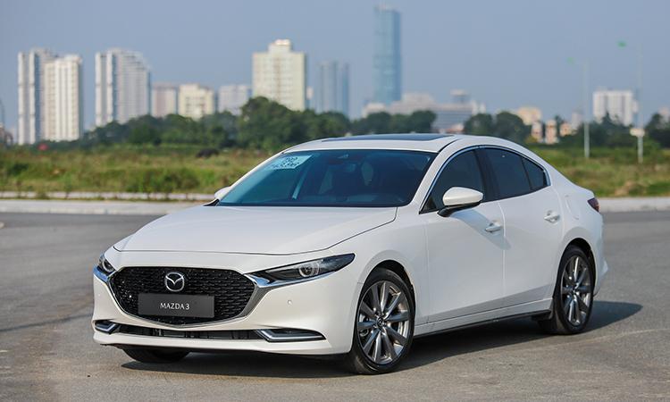 Mazda3 toac dau khi thu phanh tu dong