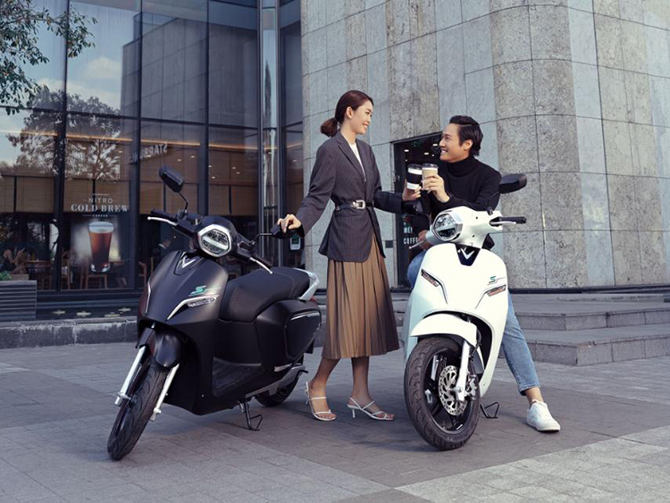 VinFast bán thêm sạc pin cho xe máy điện