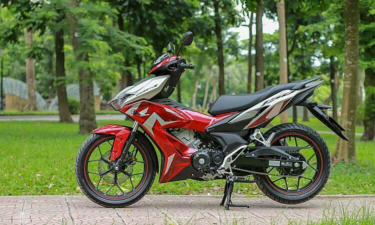 Một chiếc Honda Winner X tại Hà Nội. Mẫu xe côn tay 150 phân khối có mức tiêu hao nhiên liệu 1,7 lít/100 km. Ảnh: Lương Dũng