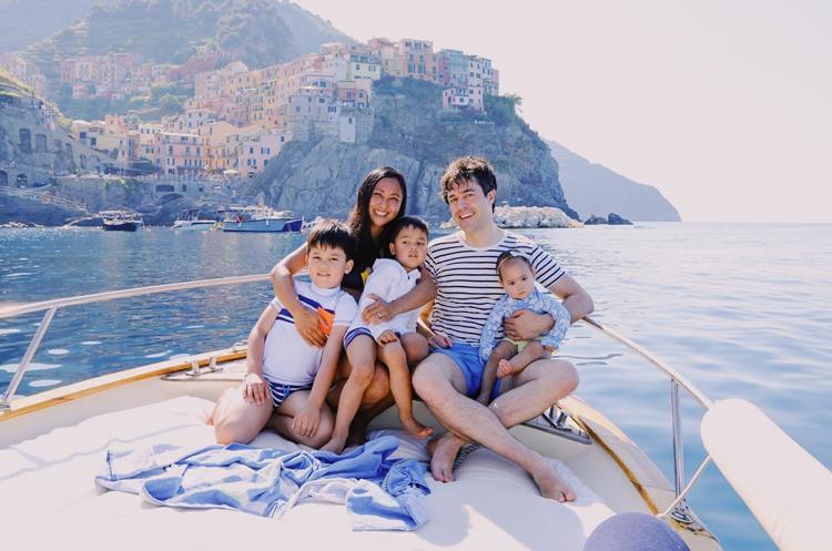 Nhà văn Rina hiện sống cùng chồng và các con tại Hà Lan. Ảnh: Rina Mae Acosta.