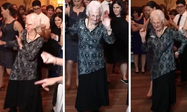 Cụ bà 96 tuổi nhảy tại đám cưới khiến mọi người trầm trồ -