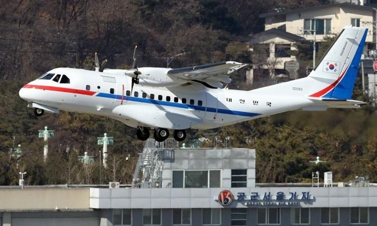 Chuyên cơ VCN-235 cất cánh từ căn cứ quân sự Seoul, phía nam thủ đô Seoul, Hàn Quốc hôm nay. Ảnh: Yonhap.