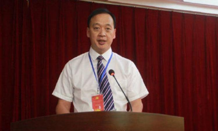 Bác sĩ Lưu Chí Dân, giám đốc bệnh viện Vũ Xương tại Vũ Hán, thủ phủ tỉnh Hồ Bắc. Ảnh: Weibo.