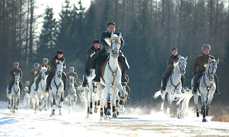 Kim Jong-un dẫn đầu đoàn cưỡi ngựa trên núi Paektu hồi tháng 12/2019. Ảnh: KCNA.