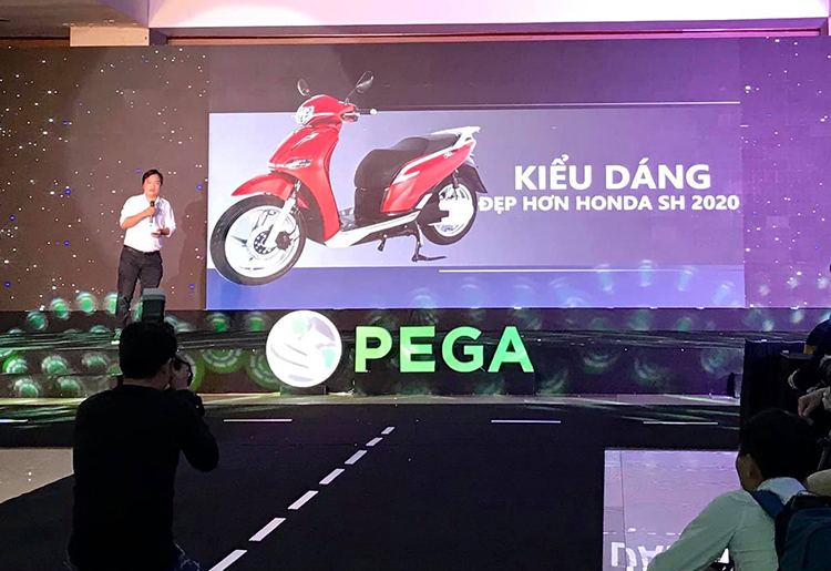 Chủ tịch Pega so sánh trực diện eSH và SH trên sân khấu hôm 11/1.
