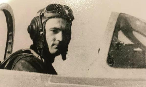 Kramarenko trong buồng lái chiếc MiG-15 năm 1951. Ảnh: Sputnik.