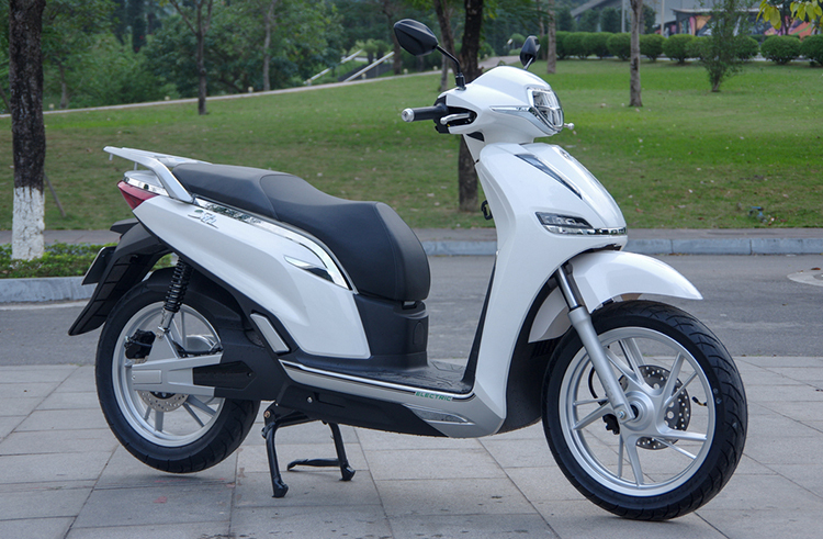 Honda Viet Nam doa kien Pega vi so sanh eSH voi SH