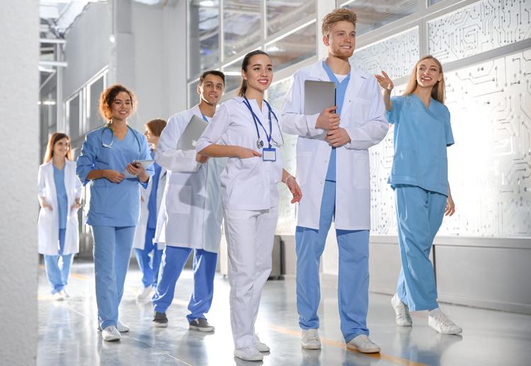 Cách ứng tuyển vào trường y của Mỹ và Canada -