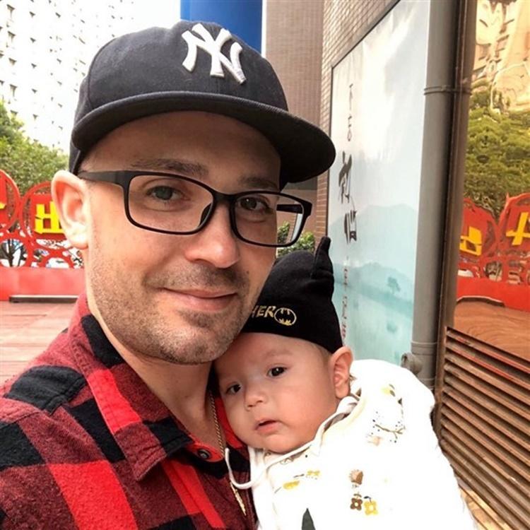 Suzanne và con trai. Ảnh: CNBC.