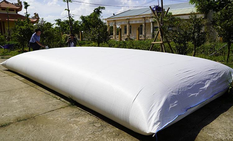 Túi chứa 15-30 m3 nước của nông dân Bến Tre. Ảnh: Hoàng Nam.