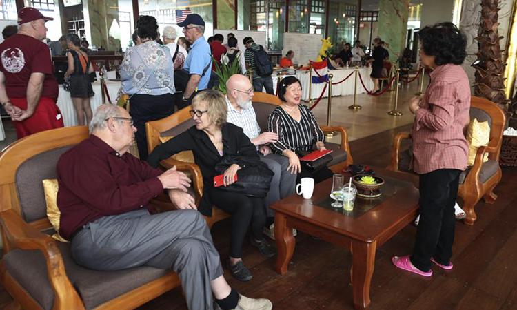 Đường về trắc trở của hành khách du thuyền cập cảng Campuchia - ảnh 3