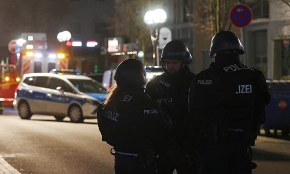Cảnh sát phong tỏa hiện trường vụ xả súng sáng 20/2. Ảnh: BBC.