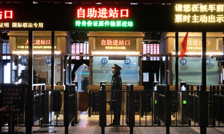Một ga đường sắt vắng vẻ tại Bắc Kinh, Trung Quốc tuần trước. Ảnh: NY Times.